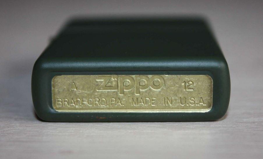 """ZIPPO šķiltavas """"Classic"""" Green Matte 221 art.221"""